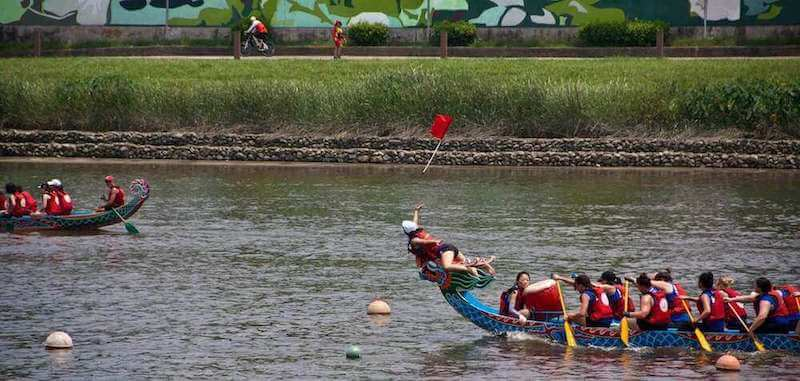Dragon boat race to catch flag