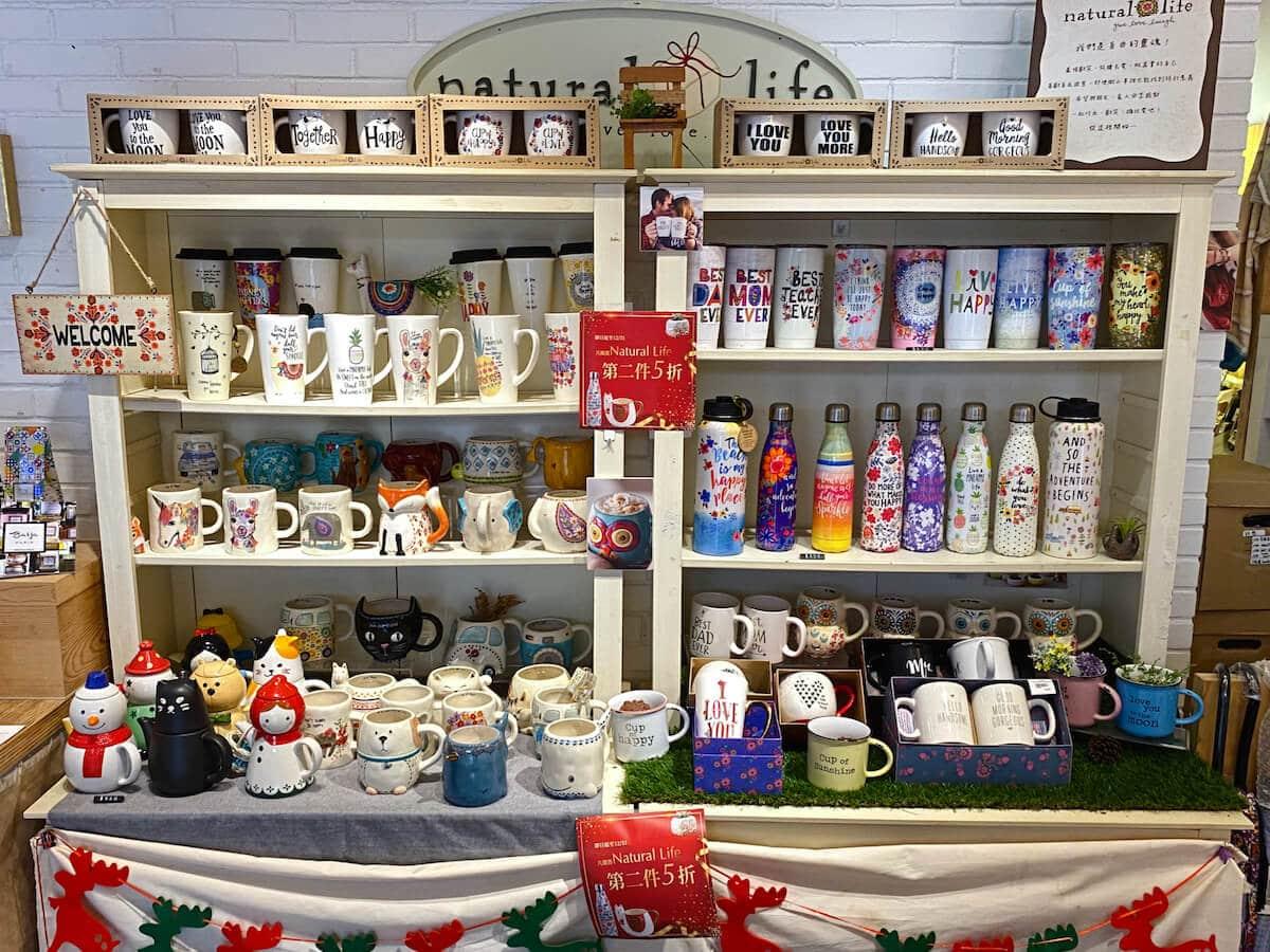 Water & bottles mugs shelf