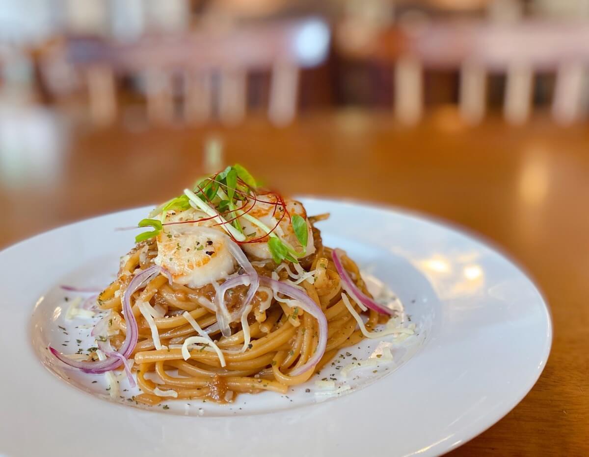 Sea Urchin Pasta with Scallops focused