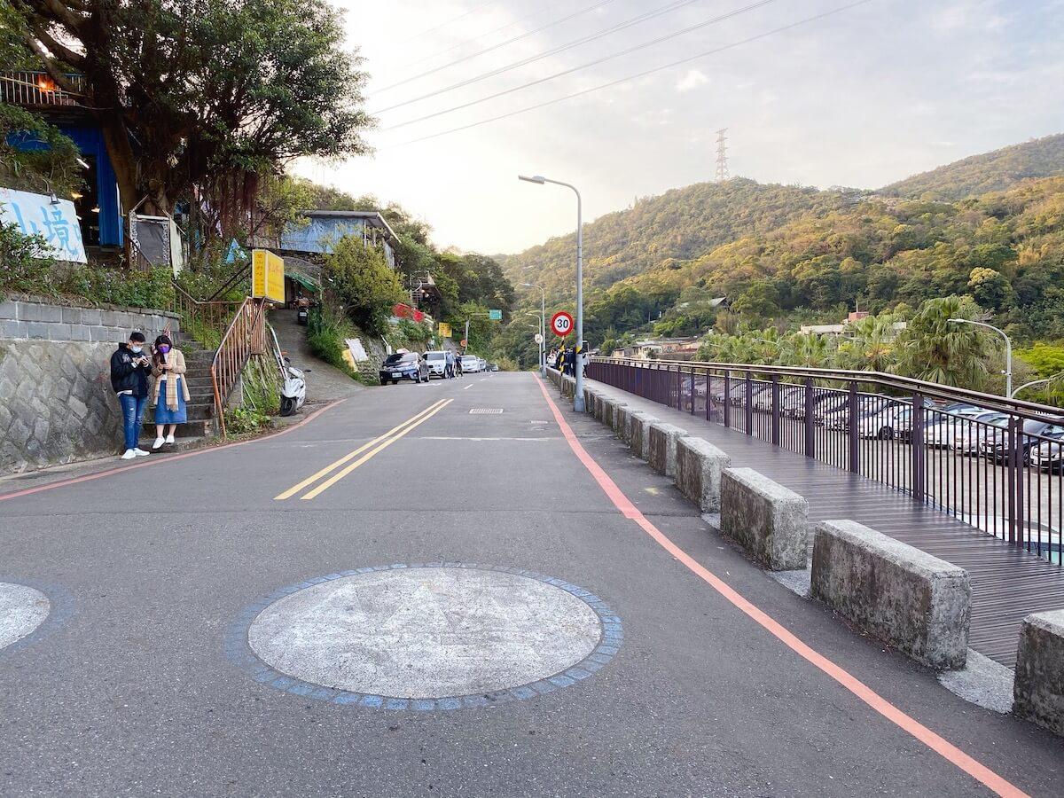 This way to Baishihu suspension bridge
