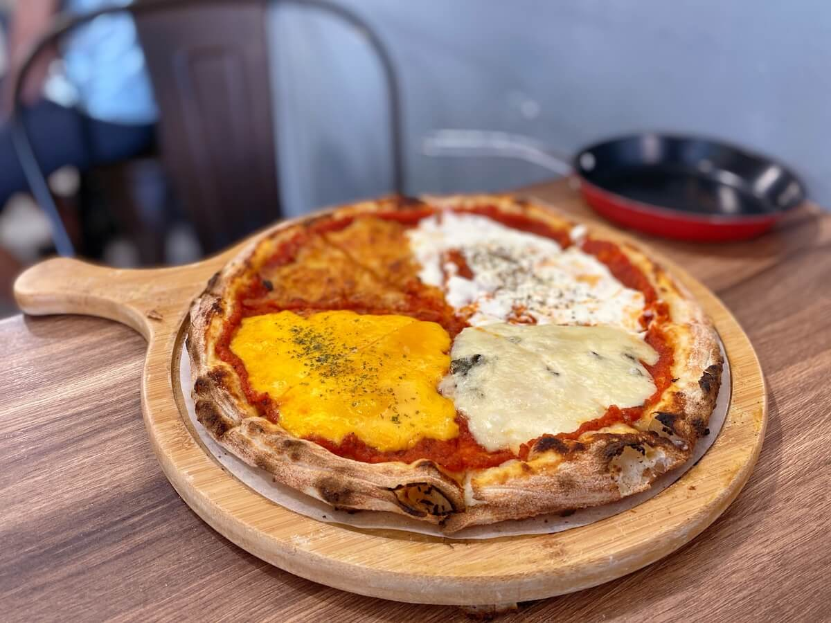 4 kinds of Cheeses Pizza