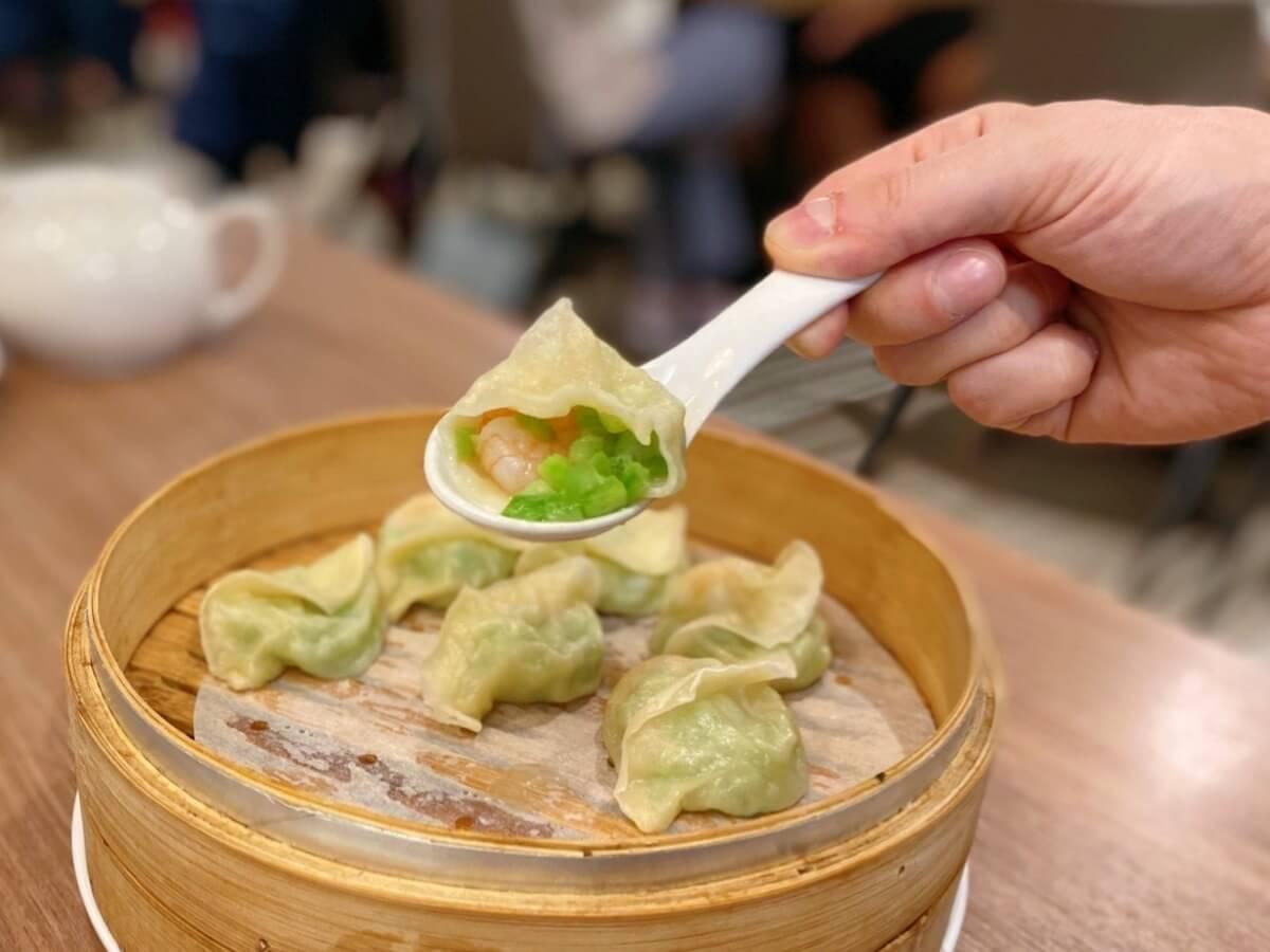 Steamed dumplings (focused)