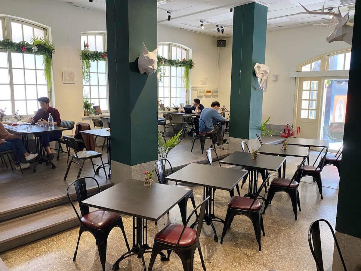 MOJO 1921 (inside cafe)