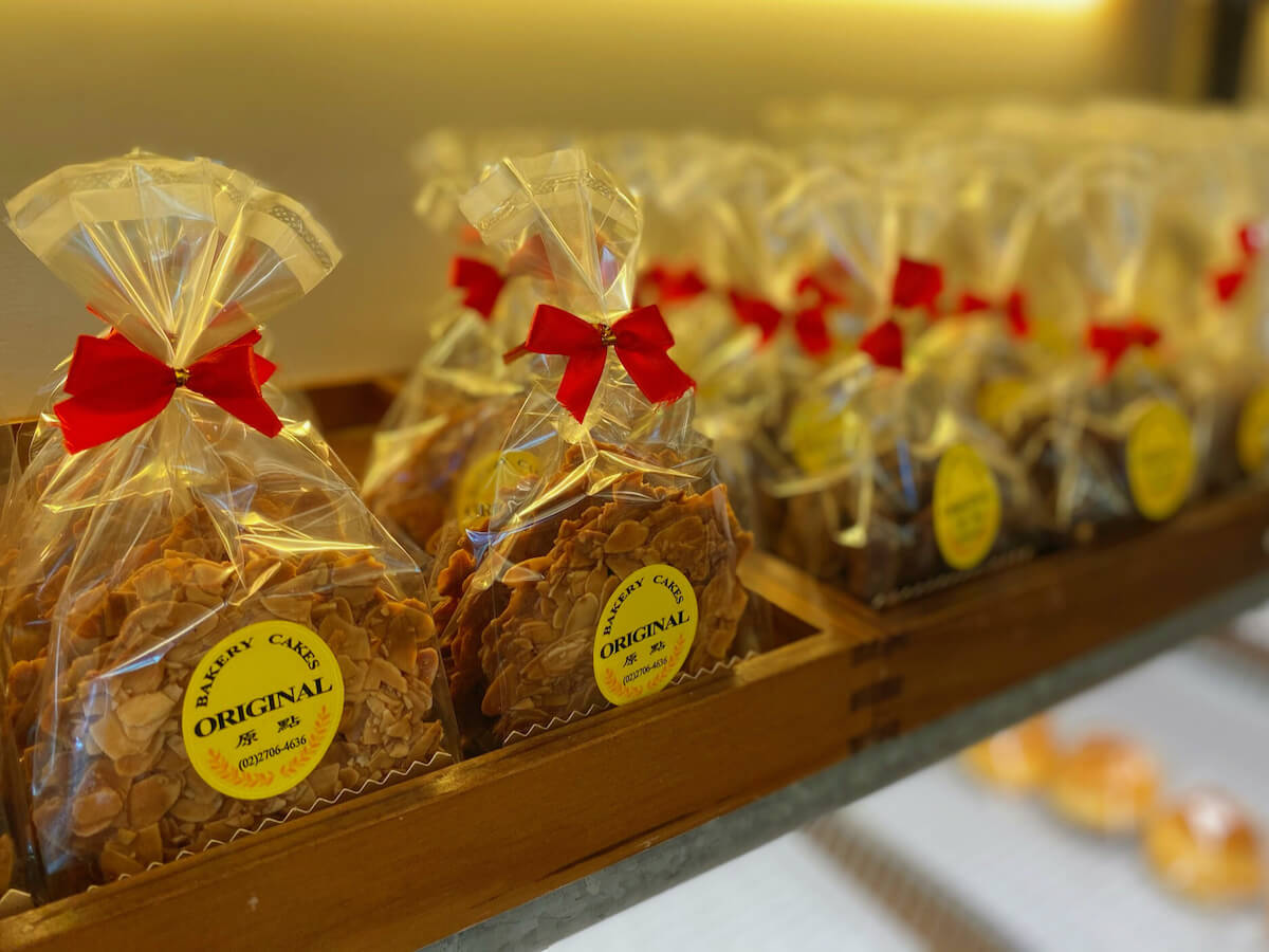 Almond cookies (display)