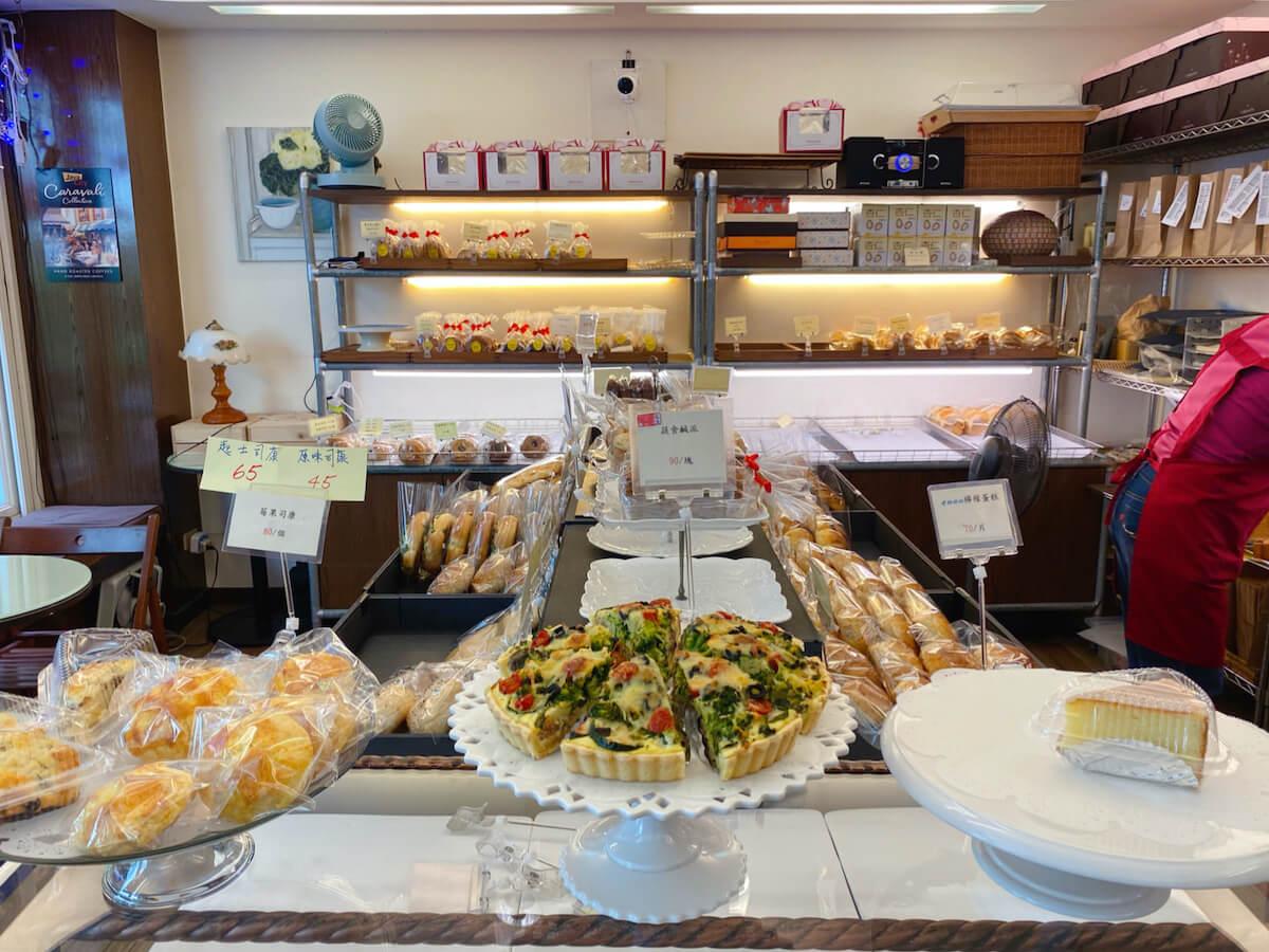 Cakes (display)